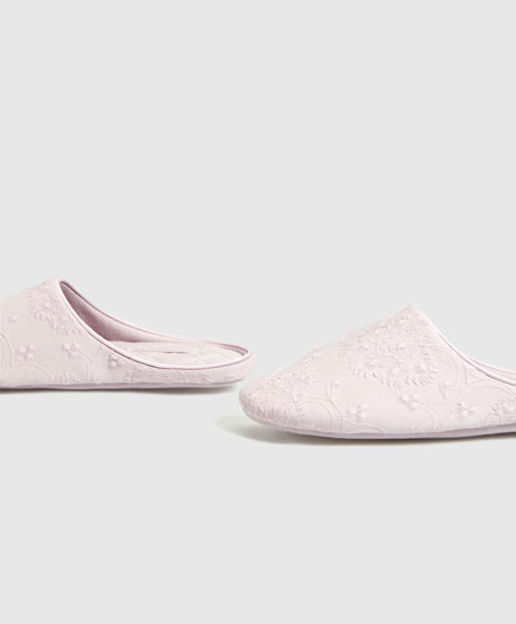 Embroidered mauve slippers