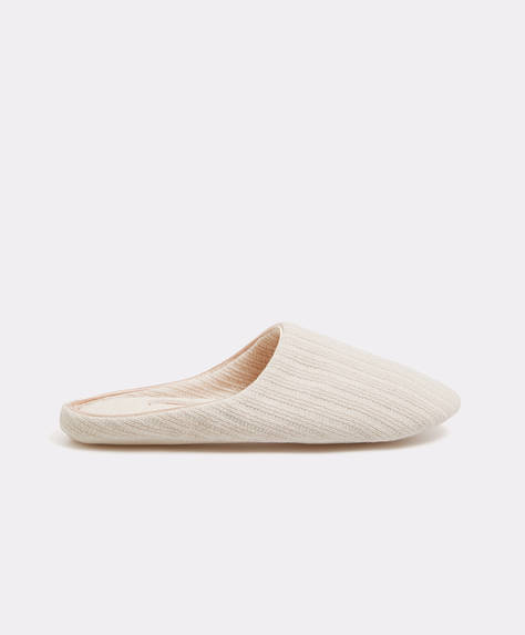 Basic slippers with woven stripes