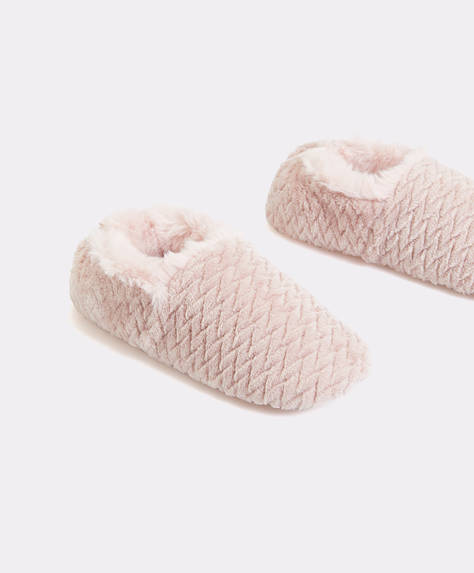 Pantofola chiusa con pelliccia sintetica