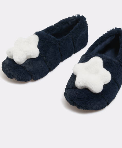 Star patch closed slippers
