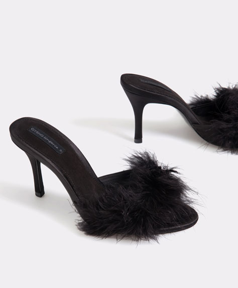 High heel sandals with feathers