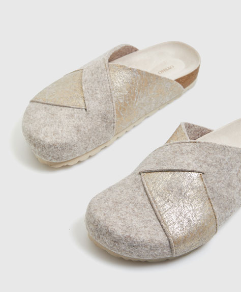 Cracked felt clog slippers