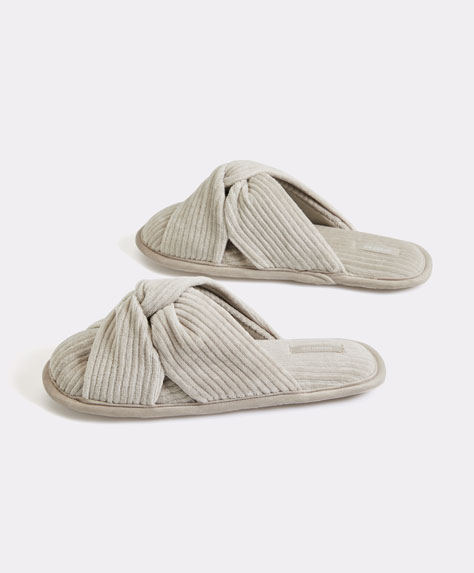 Corduroy knot slippers