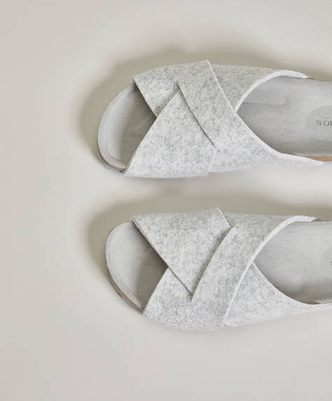 Criss-cross felt slides