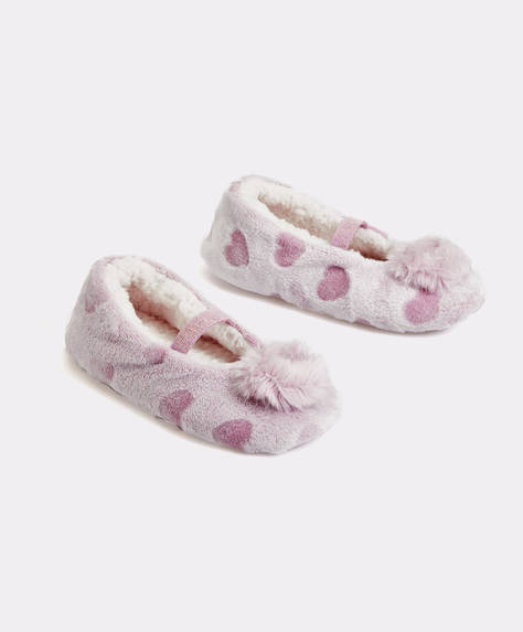 Soft pompom slippers