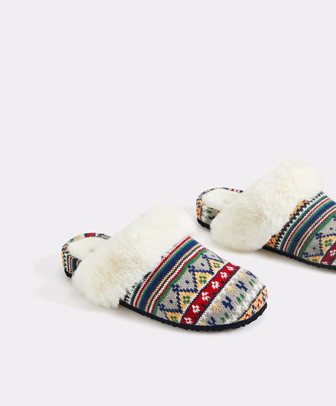 Slippers with print