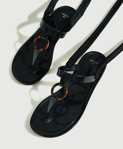 Tied beach sandals with tortoiseshell ring