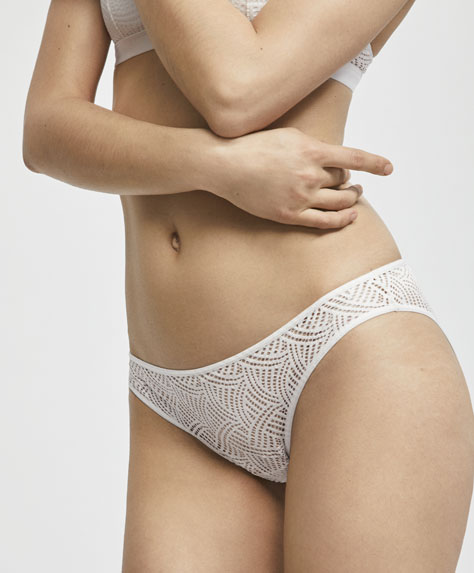 Classic briefs with a micro textured weave design
