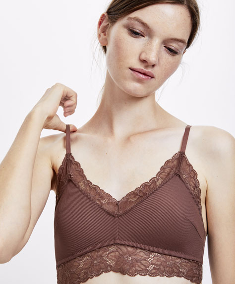Micro-ribbed triangle top with lace detailing