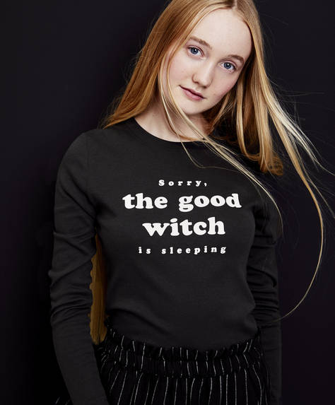 "Langärmeliges schwarzes Shirt ""Sorry, the good witch is sleeping"""
