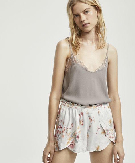 Camellia flower print shorts