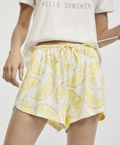Kurze Hose mit Zitronenprint
