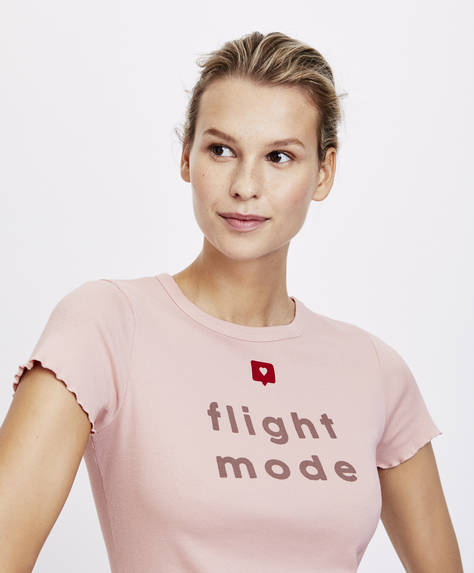 T-shirt med text 'flight mode'