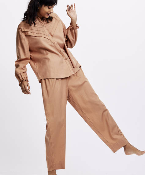Salmon pink trousers