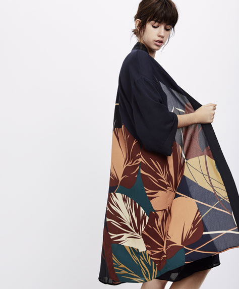 Leaf print dressing gown with navy blue background