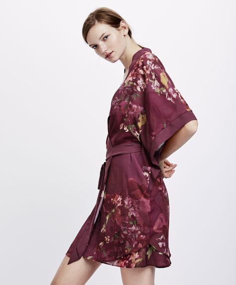 Bordeauxrode kimono ochtendjas met bloemenprint