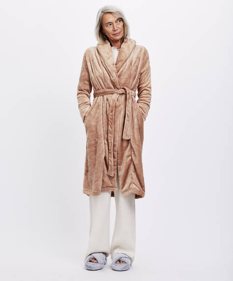 Bath robe with wrap collar