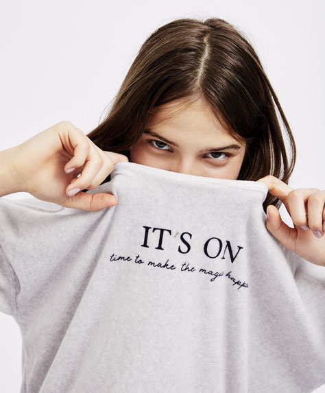 'It's on' slogan T-shirt