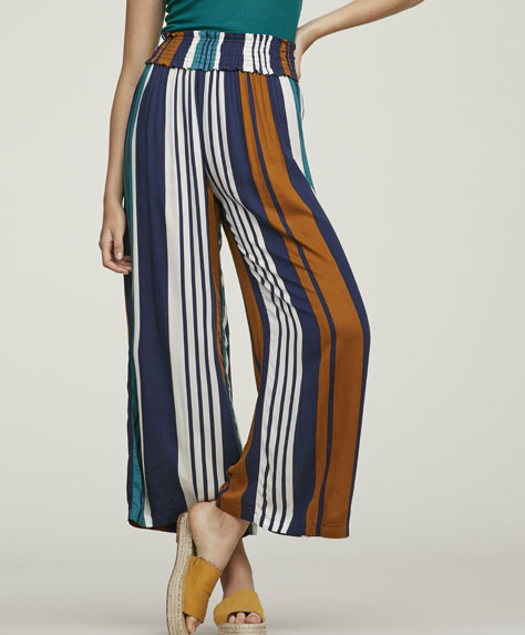 Long trousers with vertical stripes.