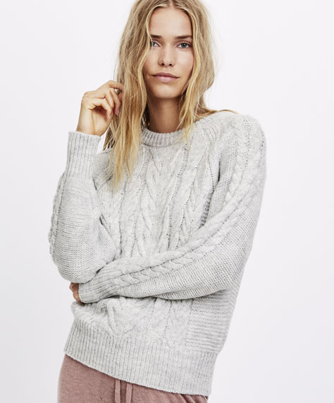 Round neck Aran knit sweater