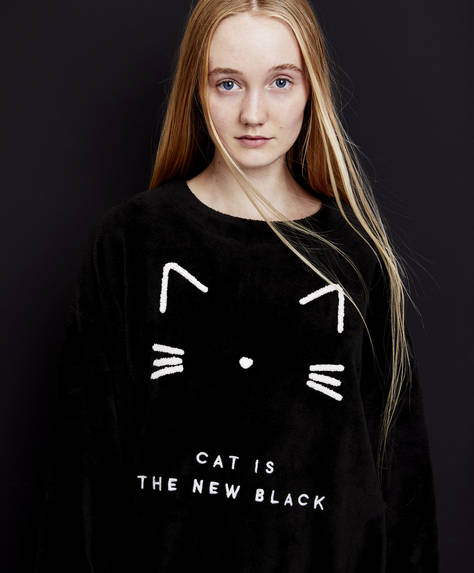 Sweatshirt med tekst: Cat is the new black