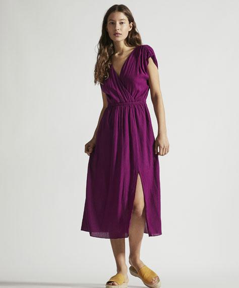 Ensfarvet, lang, dobbeltradet kjole