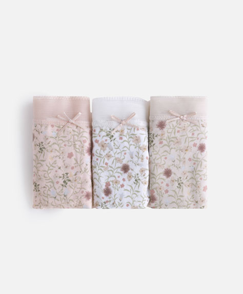 3 floral background thongs