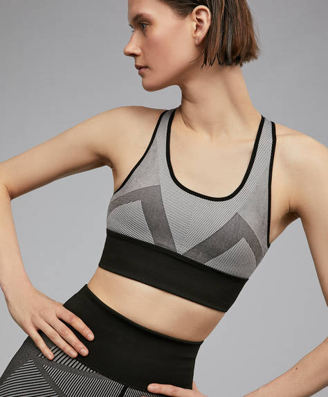 Seamless medium-support top