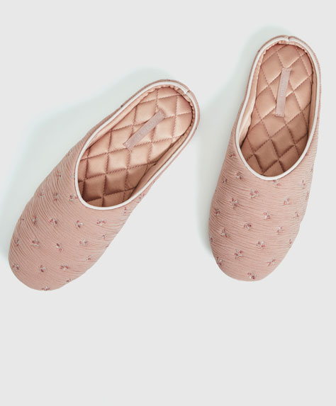 Pleated fabric slippers