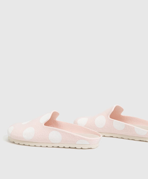 Polka dot felt slippers