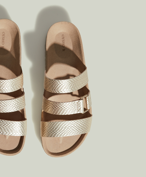 Strap sandals with metal piece