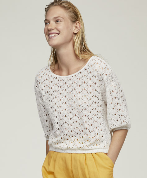 Flower crochet T-shirt