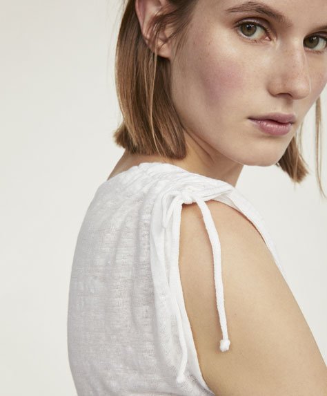 Sleeveless linen T-shirt