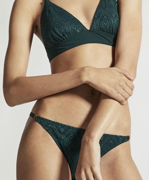 Gehäkeltes Triangel-Bikinioberteil in bunten Farben