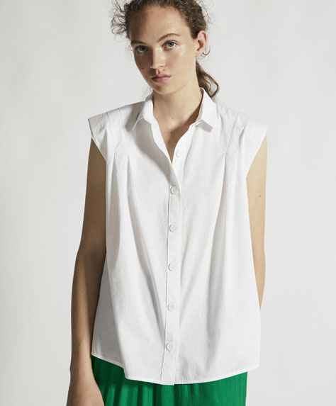 Sleeveless shirt with shoulder pads