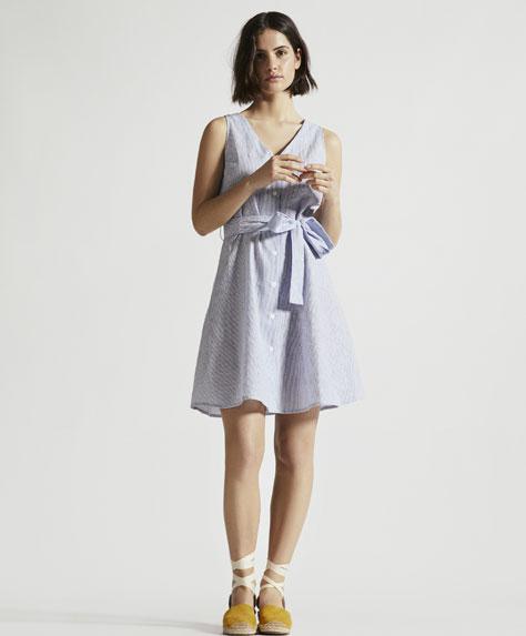 Gofre kumaş düğmeli kısa elbise