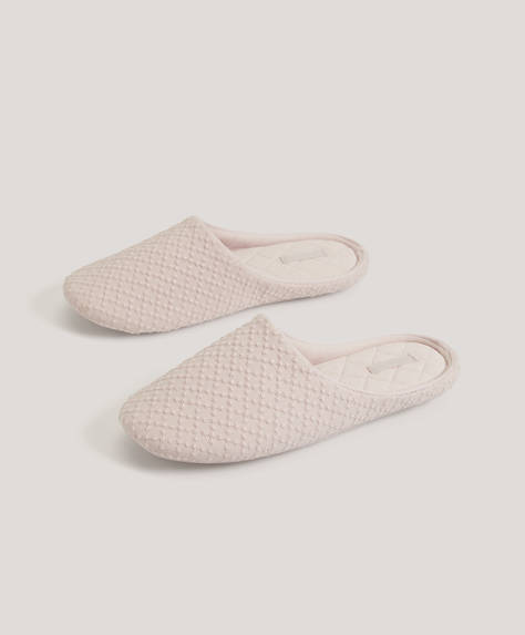 Basic embroidered fabric slippers