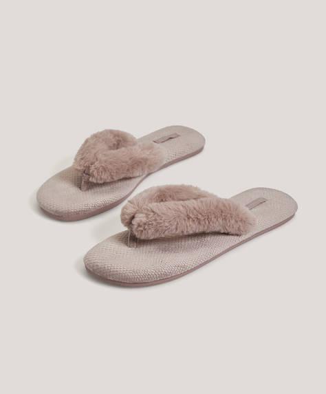 Sandal i pels med remme