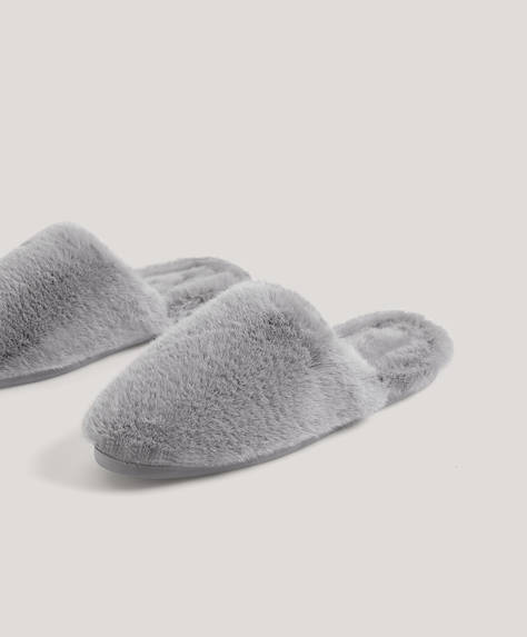 Soft, furry grey slippers with grey inner. Sole height: 2.5cm