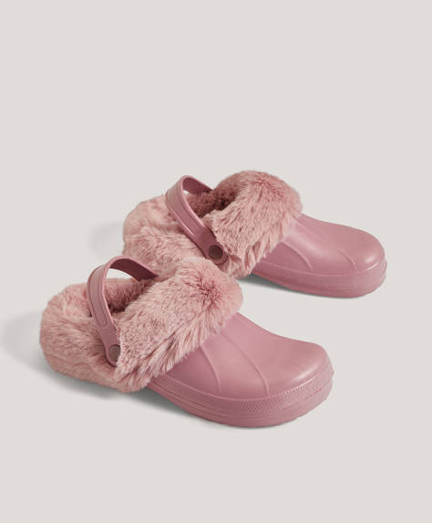 Slippers with removable faux fur
