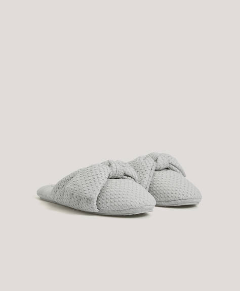 Padded bow slippers