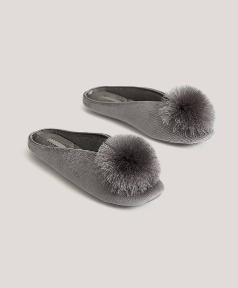 Grey slippers with satin pom-pom detail on the upper. Sole height: 1cm