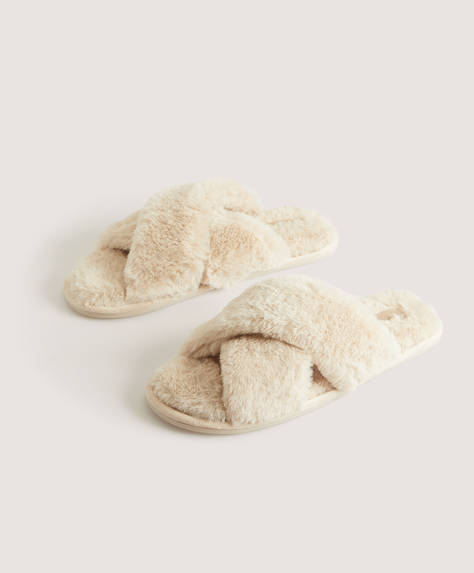 Fluffy beige crossover sandals. Sole height: 1cm