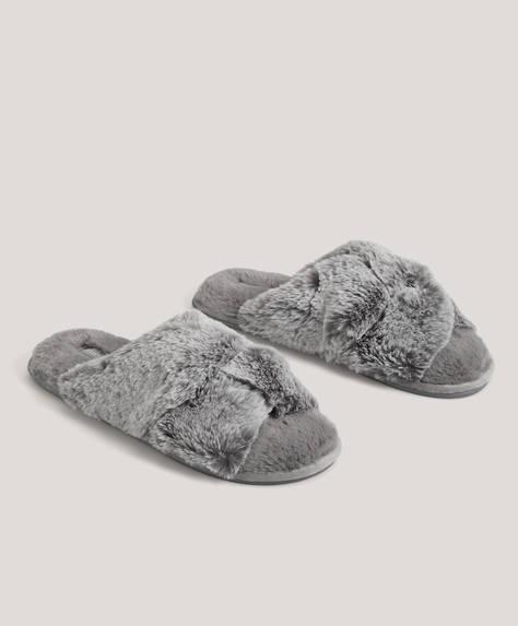 Sandaler med meleret pels og krydset design