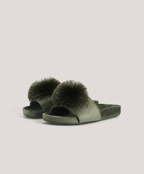Sandal i satin med pompon