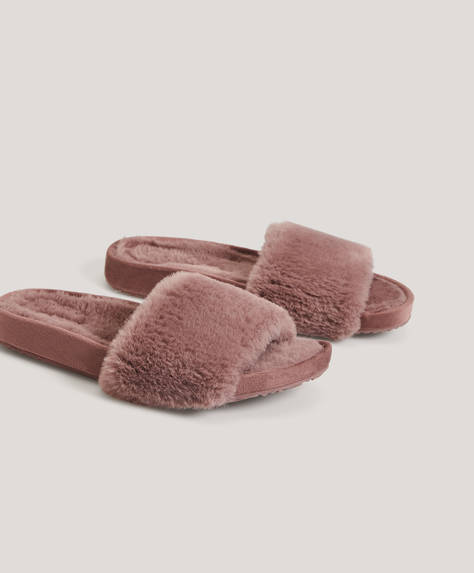 Faux-fur slides