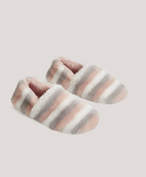 Three-colour closed slippers