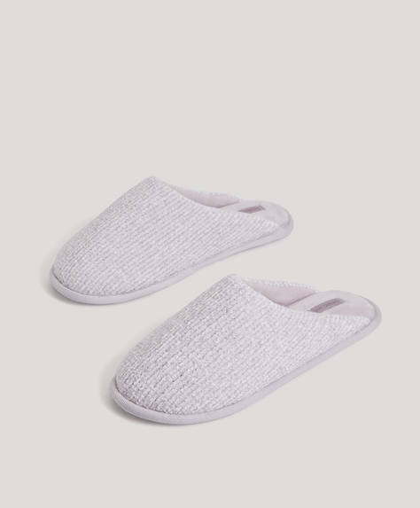 Lilac basic slippers with self-colour fuzzy inner. Sole height: 1cm