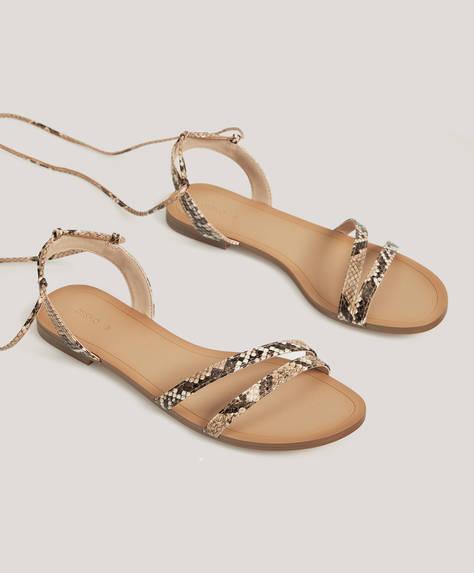 Wiązane sandały animal print