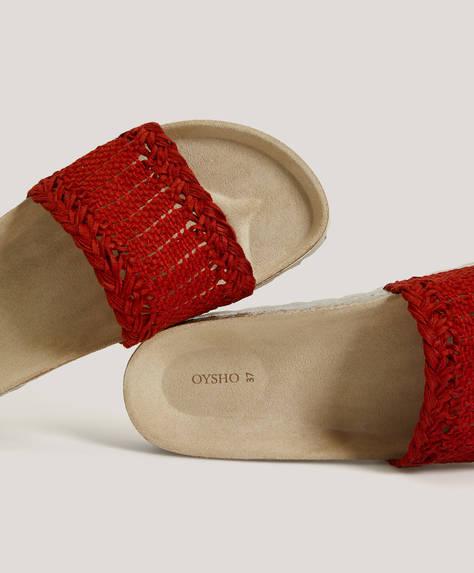 Sandal med flettet design